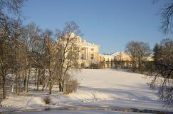 2月晚上在Pavlovsk公园 圣彼德堡 免版税库存照片