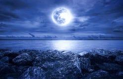满月海洋 图库摄影