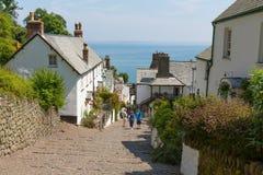 7月热浪在英国看见游人聚集到Clovelly德文郡 免版税库存图片