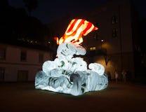 月球灯笼'黄牛的是黄牛的黄道带标志从在环形码头的黄昏将被照亮 免版税库存图片