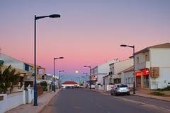 满月的葡萄牙村庄 免版税库存图片