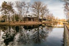11月神秘的湖在城市公园 库存图片