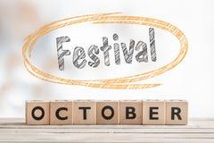 10月节日标志由木头制成 库存图片