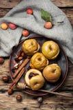 10月被烘烤的秋天苹果 免版税库存照片