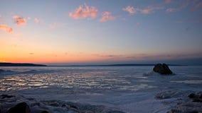 1月解冻-在安大略的乔治湾日落 库存图片