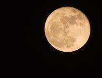 11月超级月亮如被看见从一个小镇 库存图片