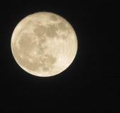 11月超级月亮如被看见从一个小镇 库存照片