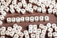 9月,信件把词切成小方块 免版税库存图片
