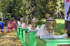 ` 9月, 16 2017年,图拉,俄罗斯-国际军事和历史节日` Kulikovo领域:真正的俄国俄国式茶炊 库存照片