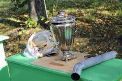` 9月, 16 2017年,图拉,俄罗斯-国际军事和历史节日` Kulikovo领域:真正的俄国俄国式茶炊 免版税库存图片