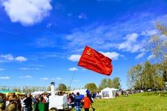 ` 9月, 16 2017年,图拉,俄罗斯-国际军事和历史节日` Kulikovo领域:苏联的旗子 免版税库存照片
