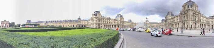 巴黎- 2014年6月:在天窗附近的游人步行 巴黎吸引30 库存图片