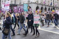 2016年11月:学生和讲师前进和抗议反对教育票据 库存图片
