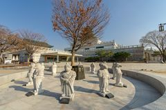 12月6,2017中国人黄道带在韩国的全国民间博物馆的石头雕象 库存图片
