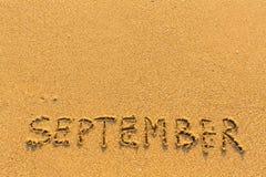 9月-在金沙子海滩的词题字 库存图片