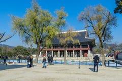 12月6,2017在Gyeongbok宫殿, Se的旅游观看的Gyeonghoeru 免版税库存图片