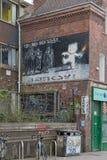 2014年4月-布里斯托尔,英国:Banksy街道画  库存照片