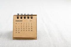 2月 排进日程与拷贝空间的板料在右边 免版税库存图片