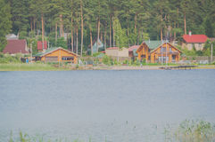 2017年7月15日俄罗斯, Vuoksi河,在Th银行的Losevo  免版税库存照片