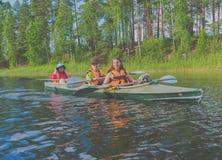 2017年7月15日俄罗斯, Vuoksi河, Losevo -划皮船的女主人 库存图片