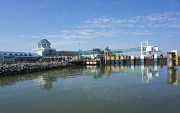 2015年10月7日刘易斯特拉华:海角Henlopen载汽车轮船船坞到达刘易斯特拉华 库存照片