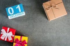 12月1日图象1在圣诞节的天12月月,日历和与空的空间的新年背景文本的 免版税图库摄影
