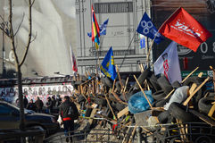 2013年12月26日基辅,乌克兰:Euromaidan, Maydan,护拦和帐篷Maidan detailes在Khreshchatik街道上 免版税图库摄影