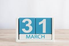 3月31日天31月,在木桌背景的日历 春天,文本的空的空间 免版税库存照片