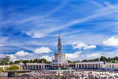 5月13日庆祝念珠法蒂玛葡萄牙的夫人玛丽大教堂  图库摄影