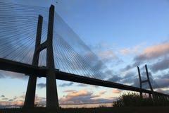 4月25日桥梁在晚上,里斯本 库存照片