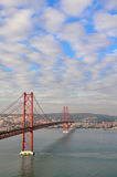 4月25日桥梁在里斯本 图库摄影