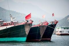 2017年1月01日长洲岛,香港:中国停车处传统捕鱼船在港口 图库摄影