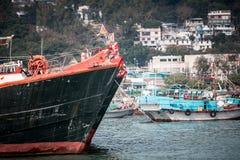 2017年1月01日长洲岛,香港:中国停车处传统捕鱼船在港口 免版税库存图片