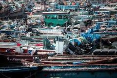 2017年1月01日长洲岛,香港:中国停车处传统捕鱼船在港口 库存照片