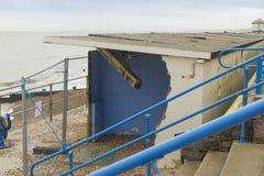 2月14日风暴损伤2014年,具体海滩小屋损坏了, Milf 免版税库存图片