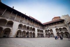 2017年7月10日,克拉科夫- Wawel城堡天,与cathed的Wawel小山 免版税库存照片
