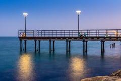 2016年7月8日,利马索尔塞浦路斯 享受一个温暖的晚上的人们 库存照片