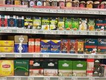 2016年11月8日,吉隆坡 一些在Jaya菜市场超级市场的杂货项目 免版税库存照片