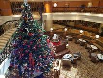 2016年12月16日,吉隆坡 在旅馆大厅的圣诞节Deco 库存图片