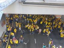 2016年11月19日,吉隆坡Malaysia's Bersih 5集会:抗议者斟酌行动的费用在强制统治下 免版税库存图片