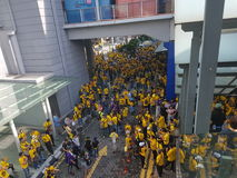 2016年11月19日,吉隆坡Malaysia's Bersih 5集会:抗议者斟酌行动的费用在强制统治下 库存图片