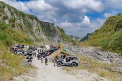 2018 2月18日,四轮驱动的汽车在Pinatubo远足, Capas的开始停放了 图库摄影