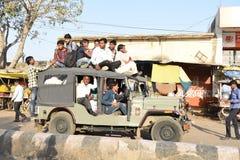 2017年2月28日,拥挤通勤者吉普, Mahwa,印度 图库摄影