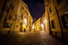 2017年7月11日,波兰,克拉科夫 集市广场在晚上 主要3月 免版税库存照片