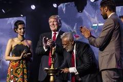 2016年10月15日,爱迪生, NJ -唐纳德・川普出现于'人类的爱迪生新泽西印度印地安美国集会被团结反对 库存图片