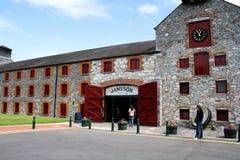2011年7月28日,蒸馏器走, Midleton, Co黄柏,爱尔兰-詹姆森经验 免版税库存图片