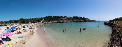 2017年6月15日,费拉尼奇,西班牙- Cala Marcal海滩全景  免版税库存图片