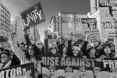2017年1月21日,洛杉矶,加州 珍・芳达和弗朗西丝Fisher参加妇女的3月,抗议750,000名的活动家唐纳德 图库摄影