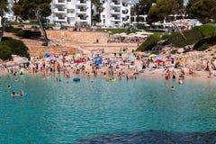 2017年6月16日, Cala Ferrera,马略卡,西班牙-海滩和它的周围的看法 免版税库存图片