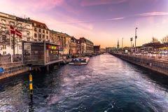 2016年12月02日:一条运河在老镇哥本哈根, Denmar 图库摄影